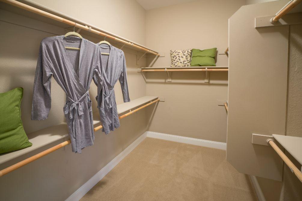 Pikes Model - Closet