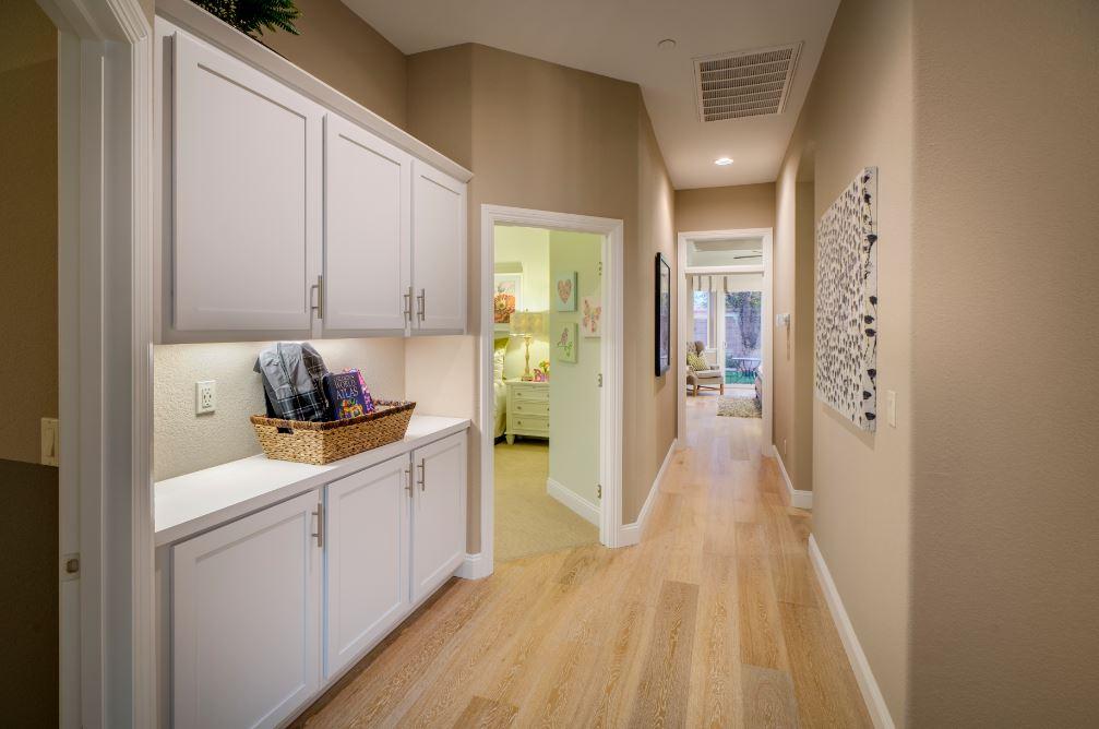 Pikes Model - Hallway